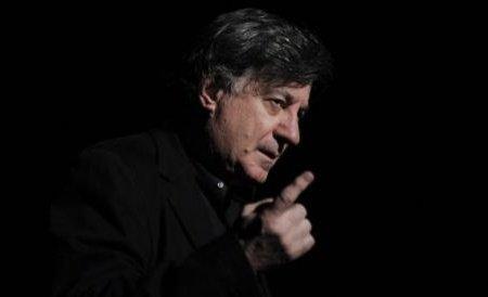 Scandal la Teatrul Național. Actorul Mihai Călin, sancționat pentru că i-a dat o replică improvizată pe scenă lui Ion Caramitru