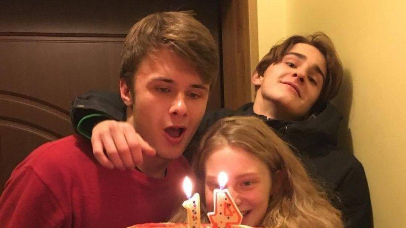 Au făcut o mică petrecere pentru a sărbători împlinirea a 14 ani! Cum a arătat tortul este de-a dreptul inedit