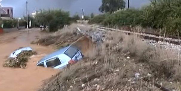 Inundații devastatoare în Grecia. Cel puţin şapte oameni au murit - VIDEO