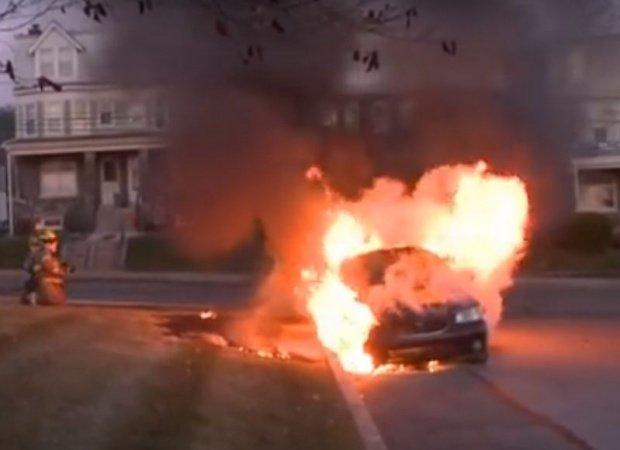 O mașină a luat foc în mers în Timișoara. Ce s-a întâmplat cu pasagerii