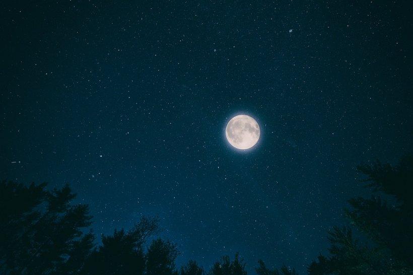 Un fenomen astronomic spectaculos va avea loc vineri noapte