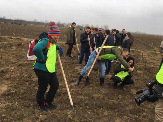 Imagini care nu s-a văzut la televizor de la Mărășești, la plantarea celor 50.000 de stejari