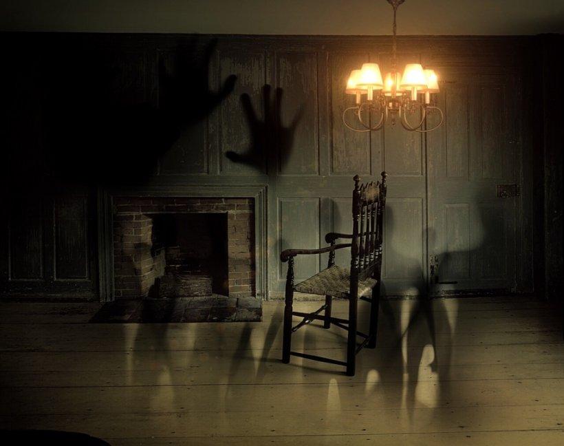Credea că are fantome acasă și a instalat camere de supraveghere. Când s-a uitat pe filmare și a văzut cine era și ce făcea a realizat că viața lui e distrusă!