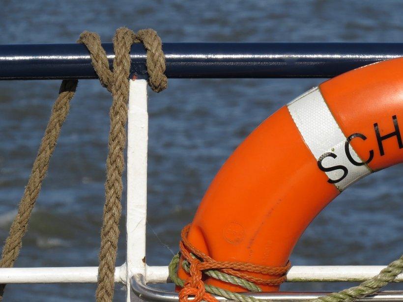 O româncă s-a sinucis în Franţa, după ce s-a aruncat de pe feribot. De ce a făcut femeia acest gest