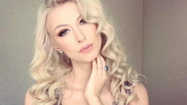 Andreea Bălan și-a făcut o schimbare radicală de look. Cum a apărut artista să își ridice un premiu - FOTO