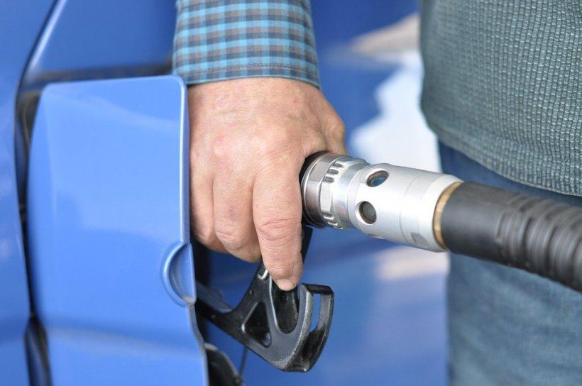 Carburantul, mai scump cu 20% în decurs de o lună
