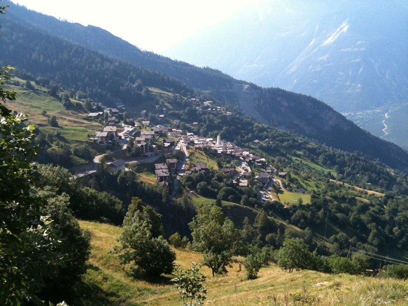 """Primăria unui sat oferă 60.000 de euro drept """"primă de instalare"""" familiilor care vor să se mute"""