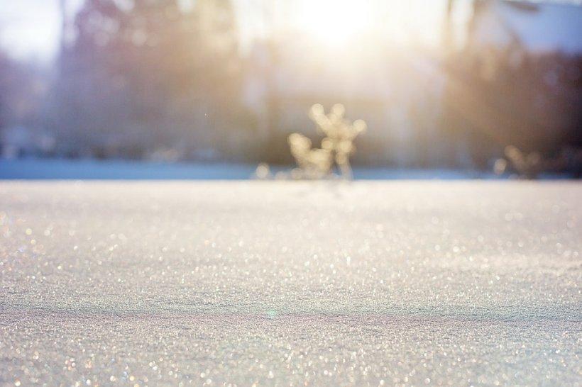 Locul din România unde stratul de zăpadă atinge 20 de centimetri. Traficul a fost îngreunat