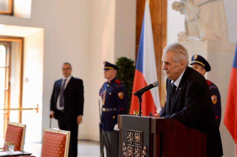 Guvernul Cehiei demisionează