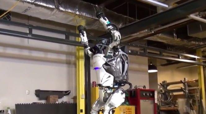 Romanii de la NASA A-fost-inventat-robotul-care-stie-sa-se-dea-peste-cap-atlas-cel-mai-nou-robot-gimnast-video-493730
