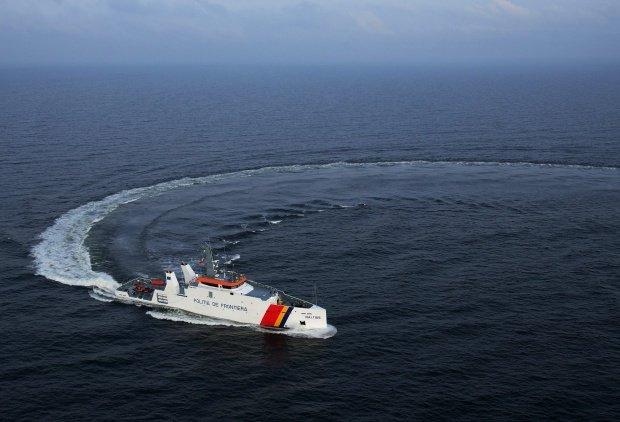 Alertă în Marea Neagră: O navă cu zeci de migranți a fost depistată în apele teritoriale ale României