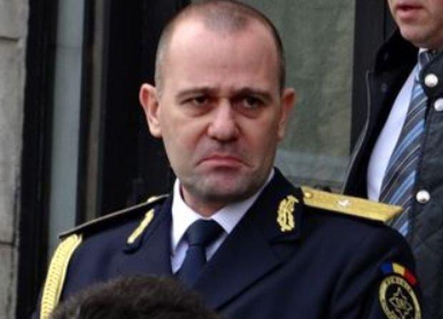 Comisia SRI discută marţi despre posibilitatea de a cere demisia generalului Dumitru Dumbravă