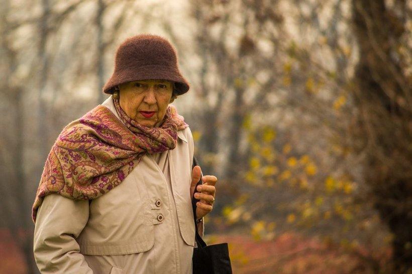 Un taximetrist a păcălit o femeie de 77 de ani din Hunedoara în ultimul hal. A mers la ea acasă și ce a urmat a făcut-o pe bătrână să cheme poliția