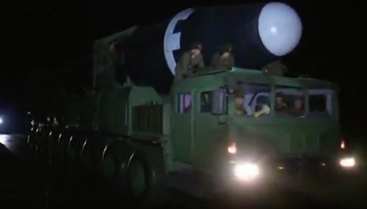 Primele imagini cu racheta balistică testată de Coreea de Nord cu care Phenianul spune că ar face ravagii în SUA - VIDEO