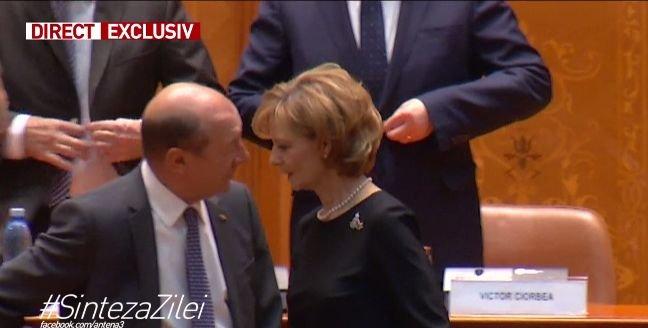 Imagini inedite din Parlament. Cum a răspuns Majestatea Sa Margareta la mârlănia lui Băsescu