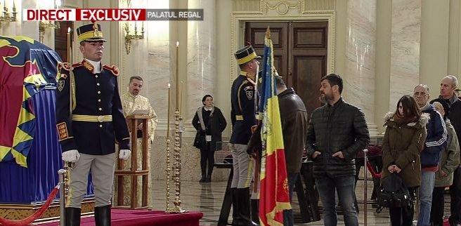 Cine a fost prima persoană care a intrat în Sala Tronului, pentru a-i aduce un omagiu Regelui Mihai