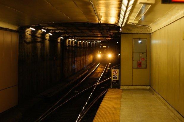 Răspunsul Primăriei Capitalei privind scuturile de siguranţă la metrou