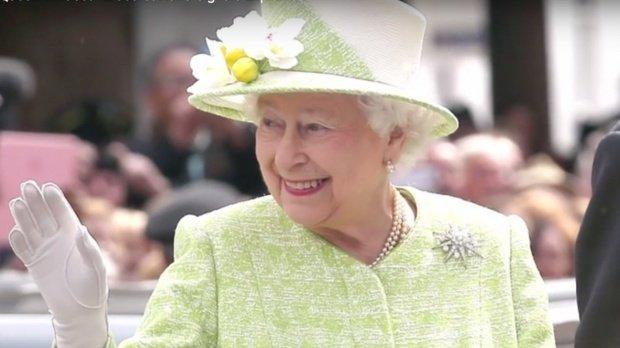 Cadoul surprinzător de Crăciun făcut de regina Elisabeta a II-a celor 1.500 de angajați ai săi