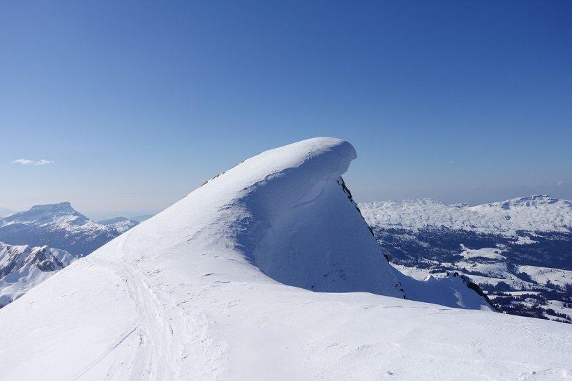Atenţie turişti! Risc mare de avalanşă în Munţii Făgăraş