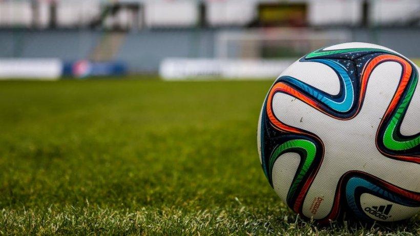 Cine este considerat a fi cel mai bun fotbalist al lumii