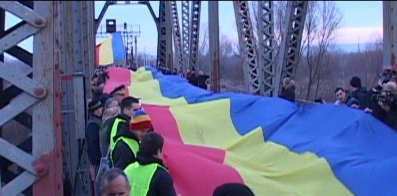 Tricolorul românesc a unit malurile Prutului - FOTO și VIDEO