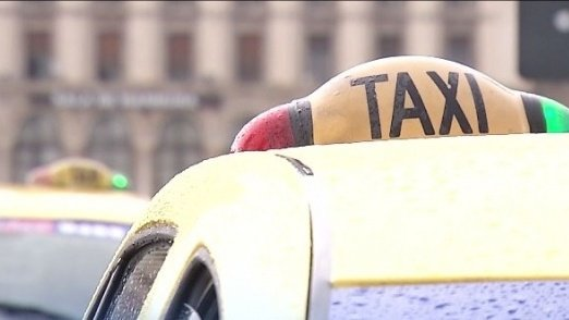 S-a îmbătat atât de rău, încât a mers cu taxiul prin trei țări diferite. Unde a ajuns