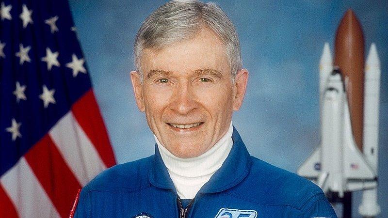 A murit astronautul John Young, un pionier al programului spaţial american