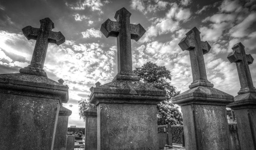 Gest șocant în județul Prahova. Un bărbat s-a sinucis la mormântul soacrei sale