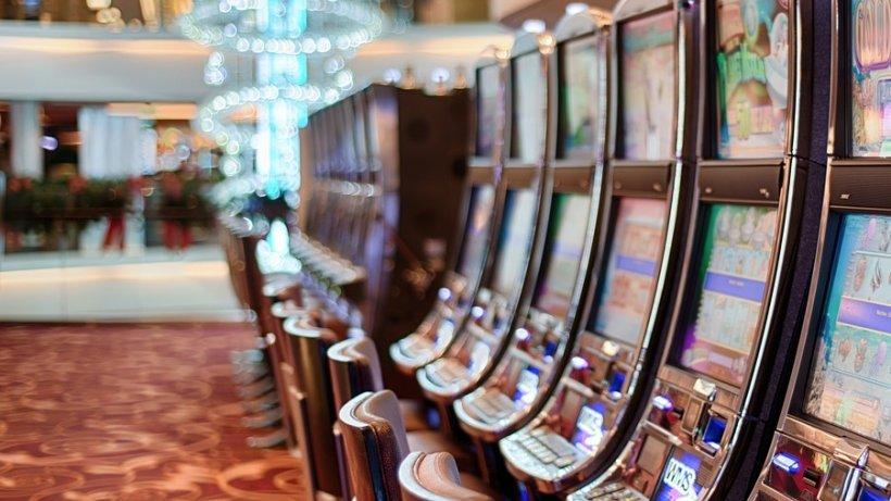 Jaf sub ameninţarea cuţitului la o sală de jocuri de noroc din Zalău