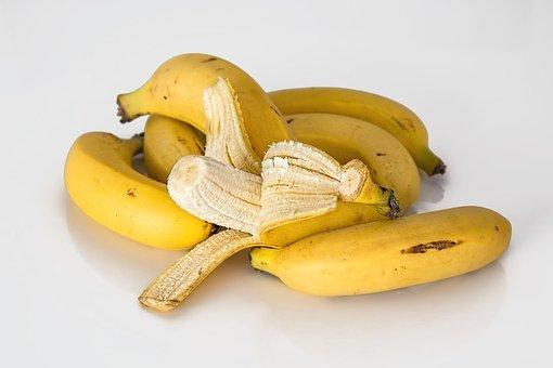 A cumpărat o banană de la Lidl și a mușcat din ea. A avut un șoc când a văzut ce era acolo (FOTO)