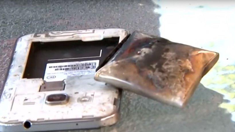 Un copil și-a pus telefonul la încărcat, iar când s-a apropiat de el a explodat. Băiatul a stat cinci ore în sala de operație. Ce au găsit medicii este înfiorător