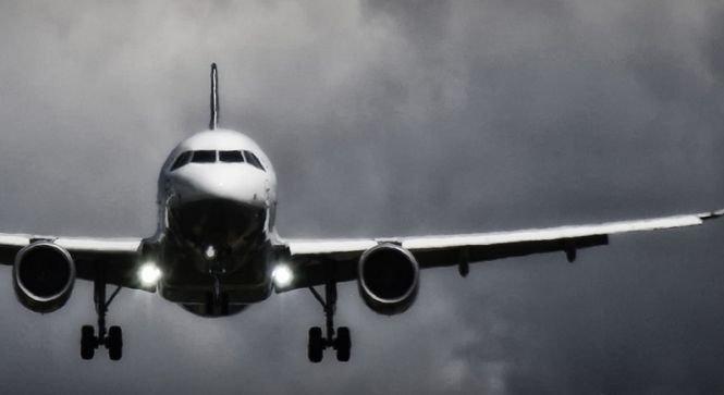 Zbor de coșmar pentru pasagerii unui avion cu destinaţia Sofia. Aeronava a aterizat la Bucureşti din cauza vântului puternic