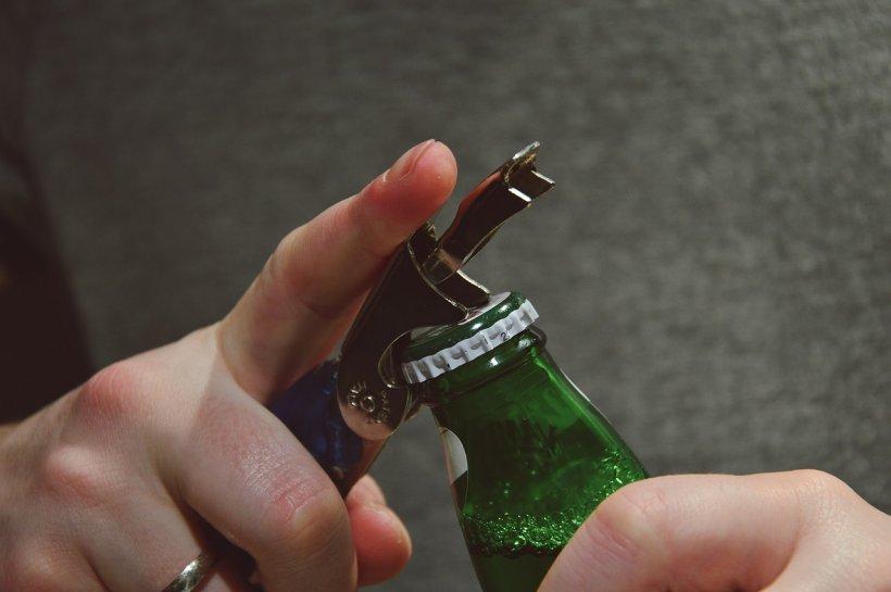 Motivul pentru care sticlele de bere sunt verzi sau maro