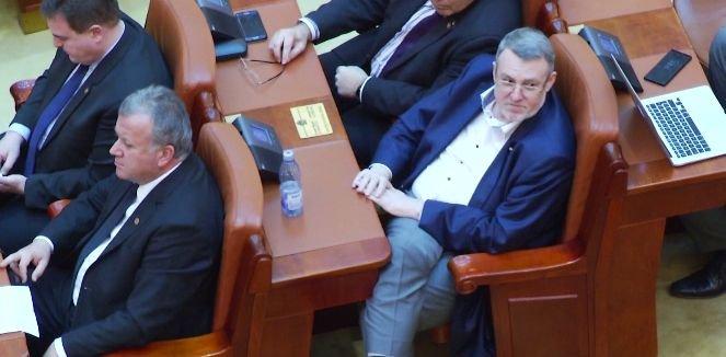 Ce face un parlamentar de 10.000 de lei