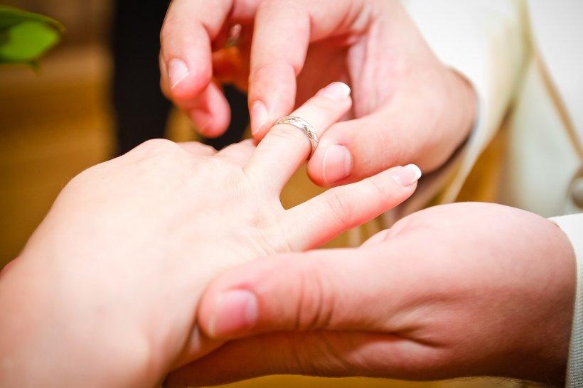 Cea mai puternică rugăciune pentru căsătorie. Așa îți poți găsi mai repede sufletul pereche