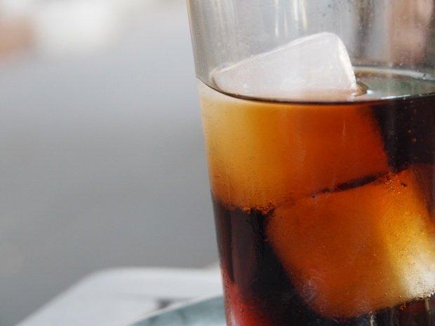 Reţeta Coca Cola a fost dezvăluită. Cum poţi prepara acasă faimoasa băutură