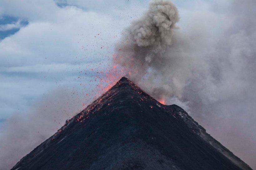 Vulcanul Agung din Bali a erupt. Autoritățile anunțaseră stare de alertă în urmă cu doar câteva zile