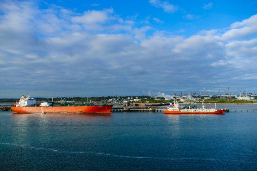 Alertă în Marea Neagră! Navă încărcată cu petrol, pericol de scufundare