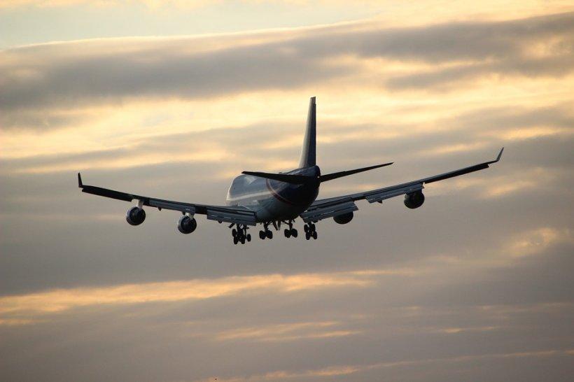 Panică la bordul unei aeronave. Motorul a început să se dezintegreze în zbor, sub ochii pasagerilor