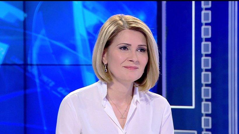"""Eroina zilei: Alessandra Stoicescu, omul din spatele campaniei """"Dragostea poartă pantofii roșii"""""""
