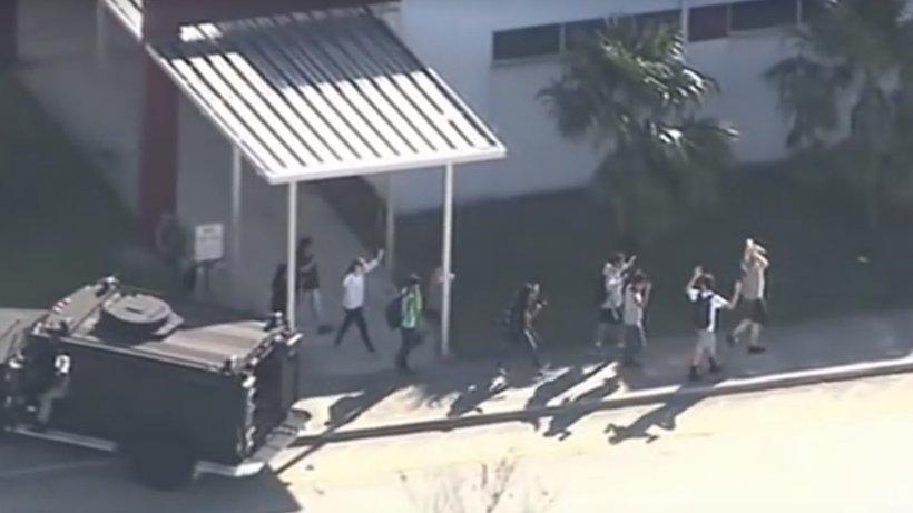 """Mărturiile supraviețuitorilor atacului de la liceul din Florida. """"Am auzit trei focuri de armă, apoi…"""" - VIDEO"""