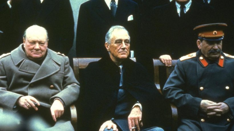 Cum a fost jucată România la ruleta rusească la finele celui de-Al Doilea Război Mondial. Trădată şi de sovietici, şi de Occidentali