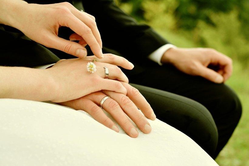 """Descoperirea dureroasă făcută de o mireasă când s-a uitat pe pozele de la nuntă. """"Sunt convinsă că a făcut asta intenționat"""""""