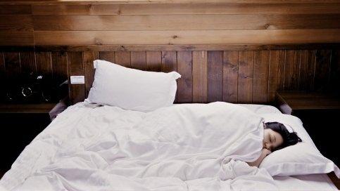 Alimentele pe care ar trebui să le eviți înainte de culcare