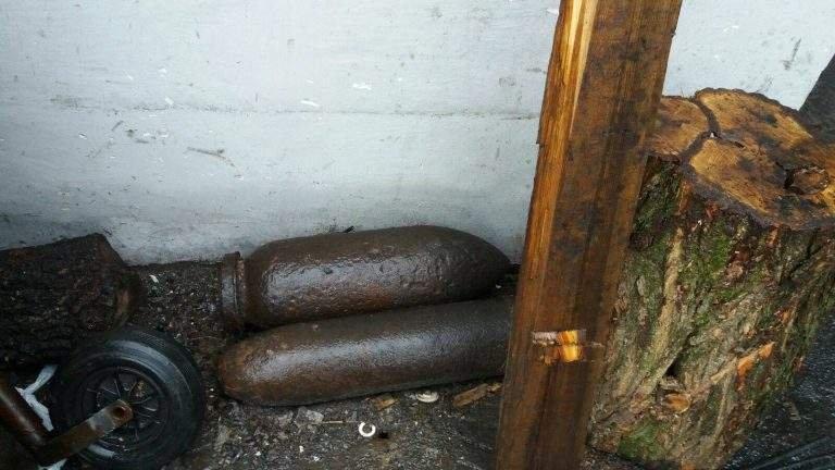 Alertă în Arad! O bombă de 50 de kilograme şi un proiectil exploziv, descoperite la un centru de fier vechi