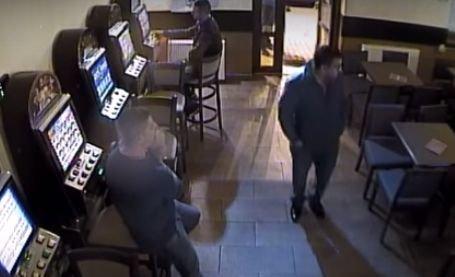 Doi agenți de pază, cercetați penal după ce au luat la bătaie mai mulți clienți