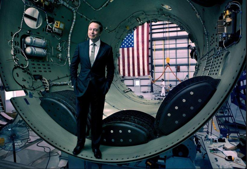 FOTO! Mama lui Elon Musk prezintă moda la 69 de ani. Destinul fenomenal al mamei inventatorului!