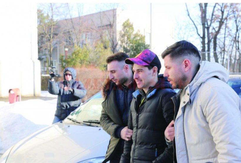 Caz incredibil în Craiova. Un fotbalist a jefuit o casă de pariuri cu un pistol de jucărie