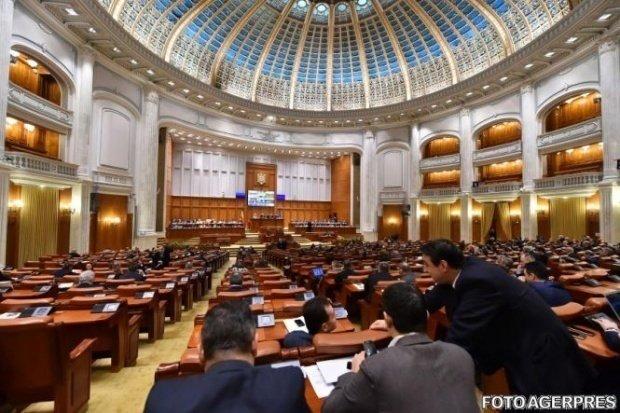 Camera Deputaţilor a respins moţiunea pe Educaţie depusă de PNL. Ce solicitau liberalii