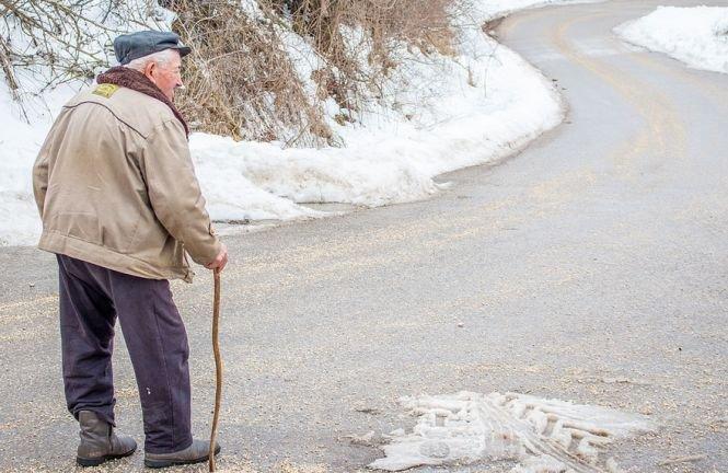 Caz şocant într-un sat din Suceava. Un bărbat a turnat benzină pe tatăl său şi i-a dat foc